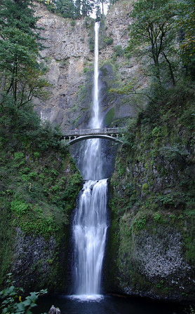 Multnomah Falls, Oregon DA* 17-50mm, hand-held @ 1/8